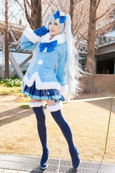 """""""cosplaygirl:  [アゲハ@31日東P-43a] VOCALOID: 初音ミク (雪ミク2012) - コスプレCure  """""""