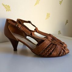vintage 80's t-strap shoes / size 9 / brown leather by foxandrook