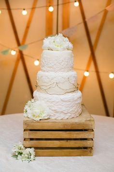 rustic cake | Amanda Watson #wedding