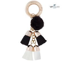 Focus on the details 🌺… You can find this original key chain for your keys or bag 🗝👜 in our e-shop Italian Fashion, Key Chain, Vip, Keys, Fashion Accessories, Drop Earrings, Detail, Shopping, Jewelry