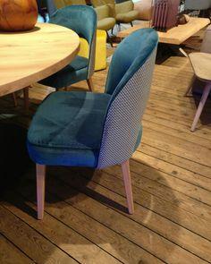 Prachtige stoelen in meer dan 200 kleuren en vele stofsoorten en leersoorten mogelijk. #leveninstijl @leveninstijl #chair #chairs #leather #leer #leder #rundleer #stoelen #stof #design #lerenstoelen