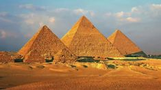 This site provides great ideas for creating a virtual field trip to the pyramids of Egypt. Great ideas for a virtual field trip for graders learning about ancient Egypt. Oh The Places You'll Go, Places To Travel, Places To Visit, Time Travel, Pyramids Of Giza, Giza Egypt, Egypt Art, Virtual Field Trips, Visit Egypt