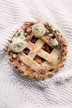 Classic apple pie! http://www.stylemepretty.com/living/2015/08/31/25-scrumptious-apple-recipes-to-kick-off-fall/