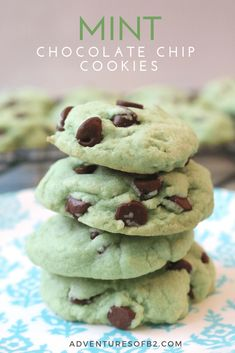 Mint Chocolate Chip cookies are made up of peppermint cookie dough, studded with plenty of chocolate chips. It's your favorite ice cream in cookie form – the perfect summer cookie or great for holidays like Christmas and St. Patrick's Day with these green Mint Chocolate Chip Cookies, Chocolate Chip Ice Cream, Cranberry Cookies, Peppermint Cookies, Chocolate Flavors, Summer Cookies, Cookies Ingredients, Homemade Chocolate, Cookies Et Biscuits