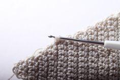 Návod na háčkované vintage srdce 41 Merino Wool Blanket, Christmas Ornaments, Crochet, Handmade, Granny Squares, Hand Made, Christmas Jewelry, Ganchillo, Christmas Decorations