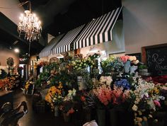 flowers galore #roograyson #flowers #florist #design #decor #homedecor