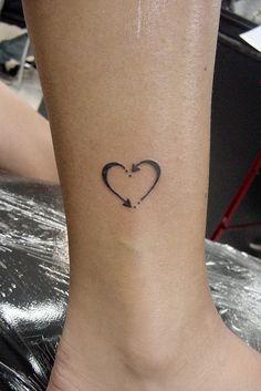 Lista com 100 mini tattoos Top Tattoos, Mini Tattoos, Body Art Tattoos, Small Tattoos, Tatoos, Rosary Tattoos, Bracelet Tattoos, Sleeve Tattoos, Pretty Tattoos