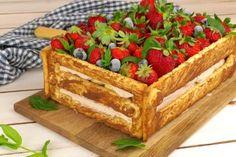Originale e semplice da preparare, la torta che sta spopolando sul web! INGREDIENTI pasta frolla savoiardi frutta menta crema al mascarpone PREPARAZIONE1.