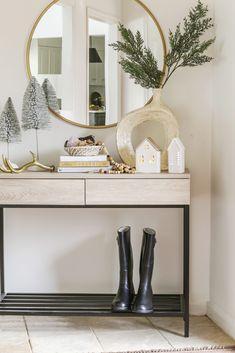 White Christmas Ornaments, Modern Christmas Decor, Farmhouse Christmas Decor, Modern Farmhouse Decor, Christmas Home, Christmas Ideas, Christmas Inspiration, Holiday Ideas, Farmhouse Style