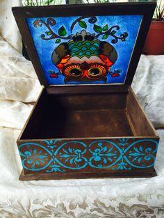 Caja de madera y pintura vitral