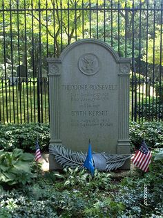 Theodore Roosevelt has one of the most modest graves of any President. Youngs Memorial Cemetery, Town of Oyster Bay, NY Cemetery Monuments, Cemetery Statues, Cemetery Headstones, Old Cemeteries, Cemetery Art, Graveyards, Famous Tombstones, Presidential History, Theodore Roosevelt