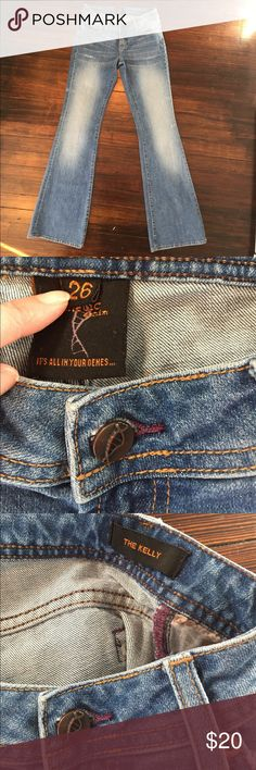 """Genetic denim jeans! Excellent condition. SIZE 26. Slight stretch to them. Flat waist measures 14"""". Inseam 33"""".  I'll be happy to answer any other questions. Thanks! Genetic Denim Jeans Boot Cut"""