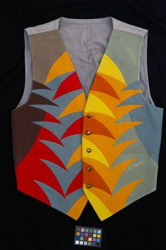 Fortunato Depero, Futurist waistcoat, c. 1930, inlaid felt. Roma, Collezione Renzo Arbore. Futurist creativity was expressed above all in men's waistcoats. 'Across Arts and Fashion', Museo Salvatore Ferragamo, all rights reserved.