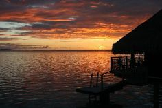 Hilton Moorea Lagoon Resort & Spa: Watching the sun set from our overwater bungalow