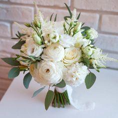 ранункулюсы и тубероза - Поиск в Google Summer Wedding Colors, White Wedding Flowers, Flower Bouquet Wedding, White Flowers, Floral Wedding, Floral Bouquets, Floral Wreath, Bridal Bouquets, Geek Wedding