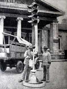 First traffic light in the Philippines. Plaza Goiti,Manila...1938