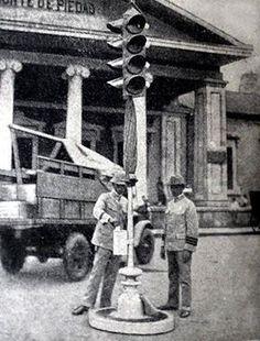 First traffic light in the Philippines. Plaza Goiti,Manila...1938