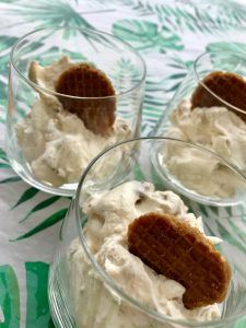 Karamel stroopwafelmousse – Judoka Margriet Bergstra Mousse, Pudding, Desserts, Food, Tailgate Desserts, Deserts, Custard Pudding, Essen, Puddings