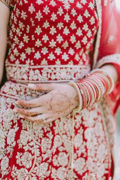 Hindu Destination Wedding in Portugal – Portugal Wedding Photographer 29  This gorgeous Portuguese wedding inspiration might as well be our Virtual Summer 2020.  #bridalmusings #bmloves #summer2020 #summer #portugal #weddinginspo #weddinginspiration #portuguesewedding #ido #beach #hinduwedding Portuguese Wedding, Wedding Rituals, Wedding Dress Accessories, Wedding Sutra, Bridal Musings, Celebrity Weddings, Destination Wedding Photographer, Bridal Jewelry, Wedding Portugal