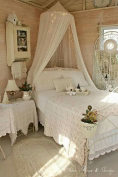 The Chic Technique: 33 Sweet Shabby Chic Bedroom Décor Ideas