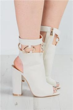 Miss Pap - Fran Cream Gold Loop Heeled Boots - https://clickmylook.com/product/fran-cream-gold-loop-heeled-boots/4965117