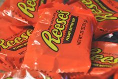 My Sweetheart has a special love for reeses. Candy Images, Candy Pictures, Food Pictures, Candy Recipes, Great Recipes, Snack Recipes, Reeses Peanut Butter, Favorite Candy, I Love Food