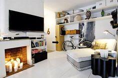 Una hermosa habitacion con un detalle de una chimenea y bien masculina!