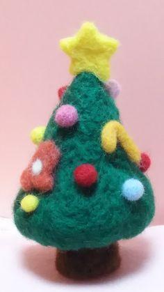 羊毛フェルトのクリスマスツリー      送料無料✨✨ | ハンドメイドマーケット minne