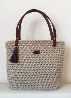Háčkovaná kabelka s koženými doplňky - béžová