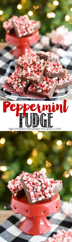 Easy 5-ingredient peppermint fudge recipe. This peppermint fudge makes a great food gift for neighbors, friends, co-workers, and teachers for Christmas.  Recipe Via: @crystalowens