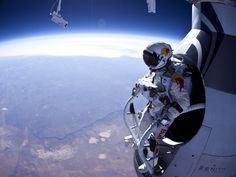 Felix Baumgartner's 24-mile free-fall from space | The 45 Most Powerful Photos Of 2012