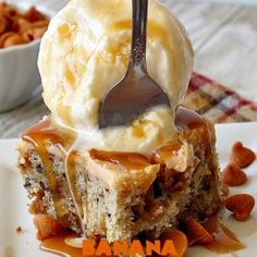 Double Crust Peach Cobbler – Can't Stay Out of the Kitchen Banana Blondies, Butterfinger Cheesecake, Sopapilla Cheesecake, B Recipe, Taco Bake, Glass Baking Dish, Breakfast Muffins, Holiday Baking, Baked Goods