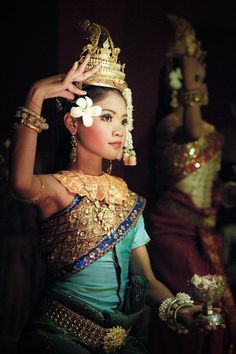 Loving Asian Culture: Traditional Costumes of Apsara, Cambodia. We Are The World, People Around The World, Asian Woman, Asian Girl, Danza Tribal, Beautiful People, Beautiful Women, Cultural Diversity, Royal Ballet