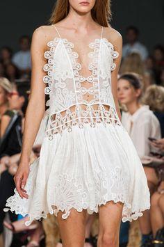 details photos of Chloé at Paris Fashion Week Spring 2015.