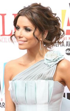 hair idea! I love how this looks with the one shoulder... could be super pretty with my dress!!!!