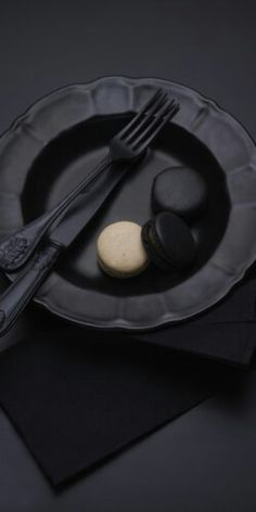 Matte tableware #intotheblack