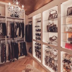 14 Walk In Closet Designs For Luxury Homes Dressing Room Closet, Closet Bedroom, Master Closet, Dressing Rooms, Closet Vanity, Vanity Room, Walk In Closet Design, Closet Designs, Creative Closets
