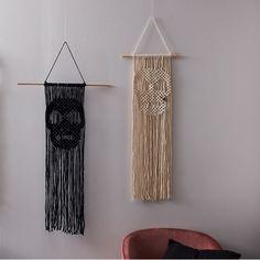 Macrame Wall Hanging Diy, Macrame Art, Macrame Design, How To Macrame, Weaving Projects, Macrame Projects, Macrame Patterns, Quilt Patterns, Stone Wrapping