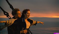 Kate Winslet and Leonardo DiCaprio in Titanic. Rms Titanic, Titanic Le Film, Titanic Movie Facts, Jack Dawson, James Cameron, 90s Movies, Iconic Movies, Good Movies, Michael Fassbender