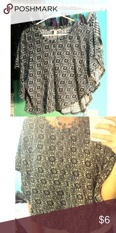 Black & White flowy top! Cute print, black and white flowy top, worn a few times! Size Large. Tops Blouses