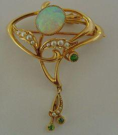 A wonderful original Art Nouveau English 15 ct gold Pendant / Brooch circ 1900 The Pendant