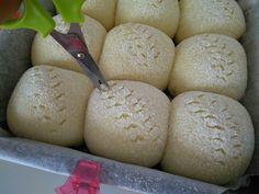 An unique bread which carries a faint melon flavour - not noticeable, but you know it is there 🍈 Therefore, try not to dull your taste...