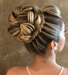 peinados Woman Dresses woman within maxi dresses Wedding Hairstyles For Long Hair, Wedding Hair And Makeup, Bride Hairstyles, Bridal Hair, Cool Hairstyles, Hair Wedding, Homecoming Hairstyles, Medium Hair Styles, Short Hair Styles