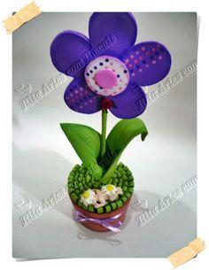 Vaso de flor de EVA com bebezinho de biscuit