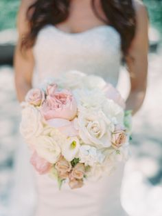 Pretty pastel bouquet: http://www.stylemepretty.com/2015/04/01/elegant-chicago-wedding-at-the-newberry-library/ | Photography: Britta Marie Photography - brittamariephotography.com