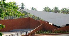 Galería de Parada de bus y salón comunitario Valpoi / Rahul Deshpande and Associates - 7