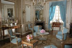 Meridienne  | production design photos from Sofia Coppola's Marie Antoinette