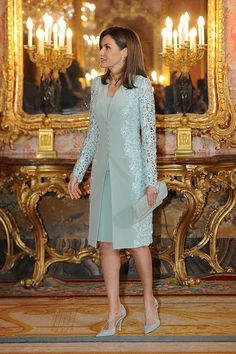 20 April 2018 - King Felipe and Queen Letizia host a traditional lunch at Madrid Royal Palace prior to Miguel de Cervantes Award ceremony - dress by Felipe Varela, shoes and clutch by Magrit Mother Of The Bride Suits, Mother Of Bride Outfits, Mother Of Groom Dresses, Mother Bride Dress, High Fashion Dresses, Stylish Dresses, Elegant Dresses, Vintage Dresses, Mom Dress