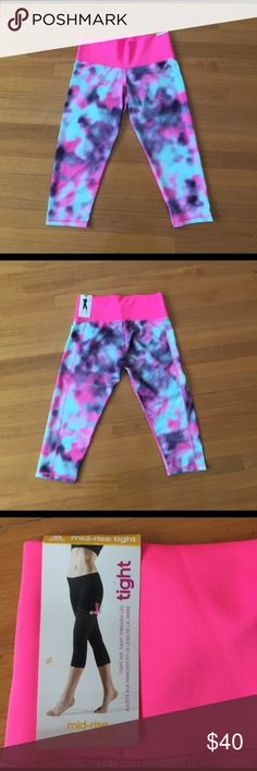 NWT adidas leggings. Adidas leggings. NWT. CLIMATE. up to knees. Medium. Brand new. Pink gray and white pattern Adidas Pants Leggings