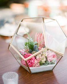 in LOVE with this wedding centerpiece!   ~  we ❤ this! moncheribridals.com